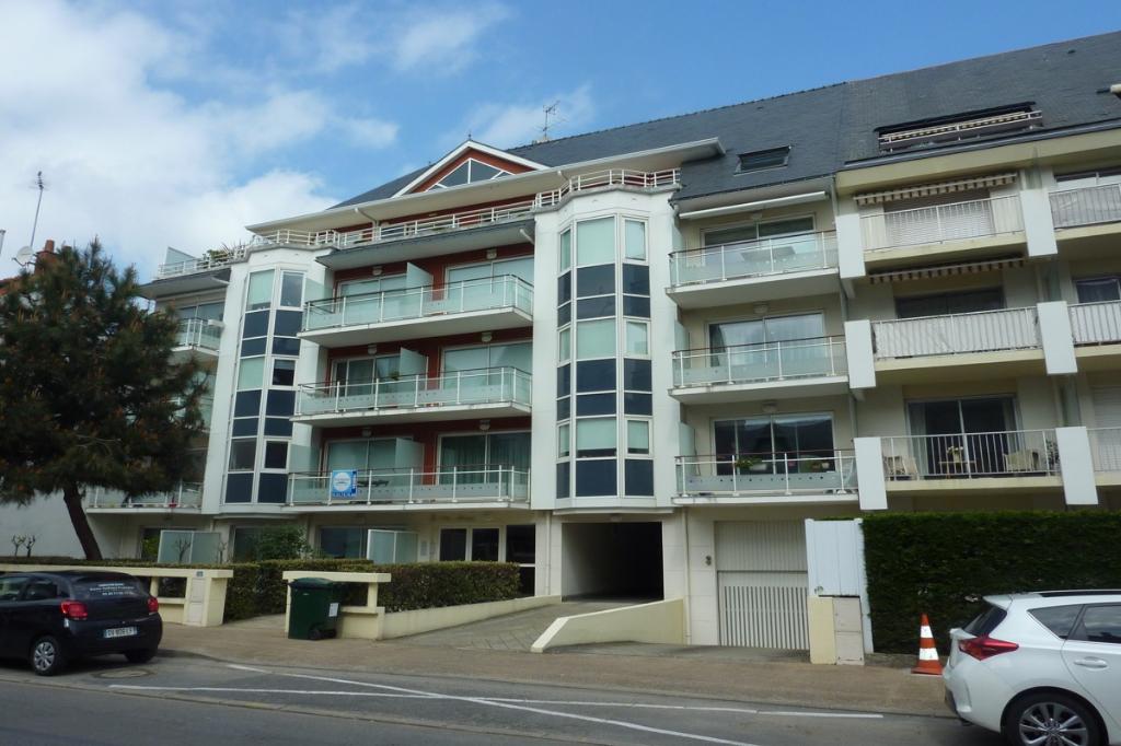 à vendre, 3 pièces, centre ville, proche marché & Avenue De Gaulle, à 450m de la mer, résidentiel & commerçant